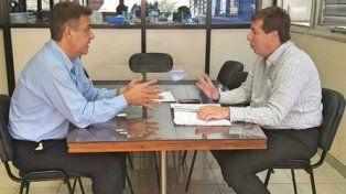 Encuentro. El intendente de Firmat, tras frustrarse el pedido de reunión con Garibay, conversó con Pablo Jukic