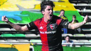 Desahogo. Formica grita su gol contra Aldosivi. Newells no afloja en el torneo.