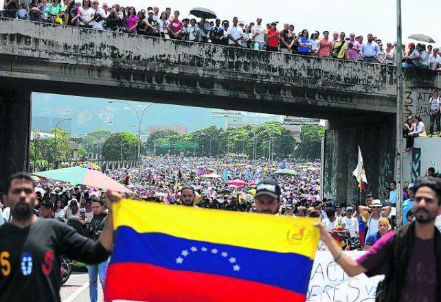 firmeza. Los venezolanos siguen saliendo a las calles pese al riesgo.