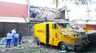 bombardeada. Así quedó el frente de Prosegur. Los destrozos prosiguieron por las calles y avenidas por donde huyó la superbanda.