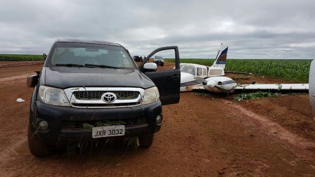 Policias brasileños chocaron y abortaron el despegue de una avioneta con droga
