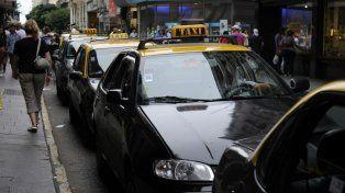 Un sector de los taxistas se opone a la llegada de una aplicación española para solicitar servicio desde el celular.