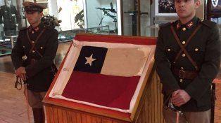 Bandera legendaria. El pabellón chileno, que estaba custodiado por Gendarmería, fue capturado en 1965.