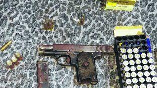 Secuestro. Armas y municiones incautadas en los allanamientos.