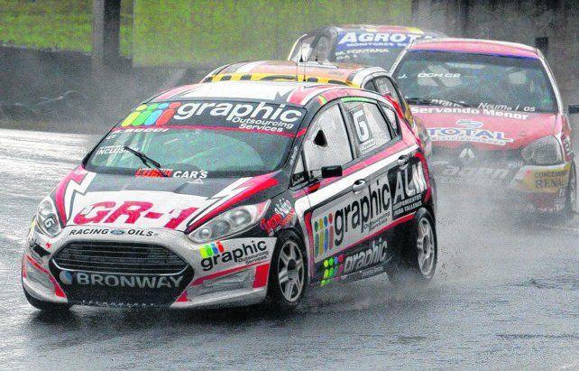Veloz. El Fiesta ganó en La Plata y se lució bajo el agua en la última de Posadas.