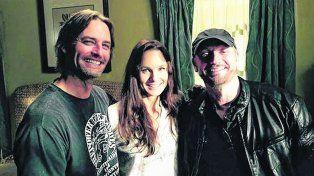 Con Josh y Sarah. Campanella viene de realizar el capítulo piloto de la segunda temporada de Colony.