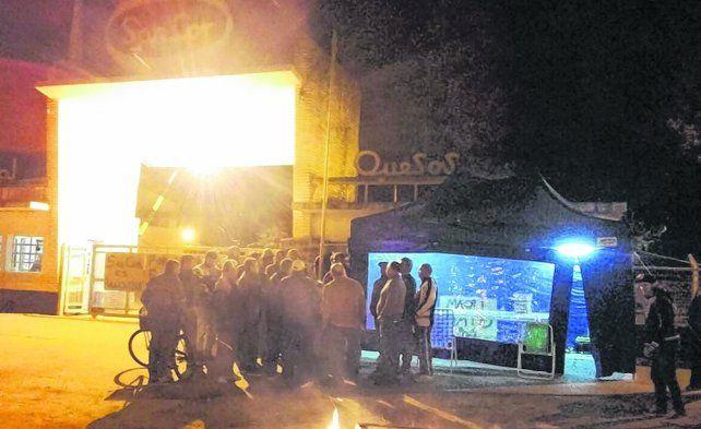 Gálvez. Trabajadores y pobladores de la localidad del centro provincial se convocaron frente a Sancor.