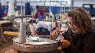 En picada. El sector textil fue el rubro industrial más afectado en marzo.