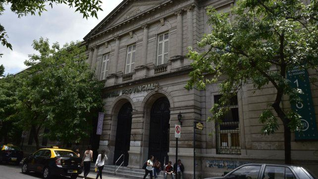 El hospital Provincial. Los chicos atacados en Ituzaingó y Esmeraldas llegaron heridos a ese nosocomio.