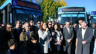 La intendenta Mónica Fein durante la presentación de las nuevas unidades de la línea 115 del transporte urbano de pasajeros.