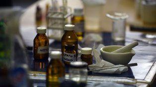 El incidente sucedió en el laboratorio de la Facultad de Bioquímica cuando estaban realizando un experimento. (Foto de archivo)