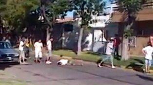 Fatal. Un momento de la brutal golpiza que recibió Moreira hasta morir.