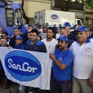 Lucha. Los repartidores de Sancor protestaron frente a la Gobernación.