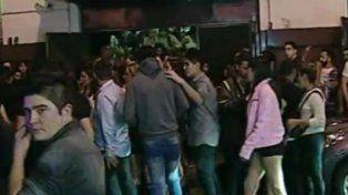 El muchacho falleció a la madrugada dentro del boliche en San Telmo.