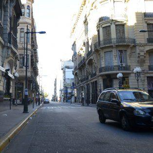Calles desiertas y sin taxis en Rosario.