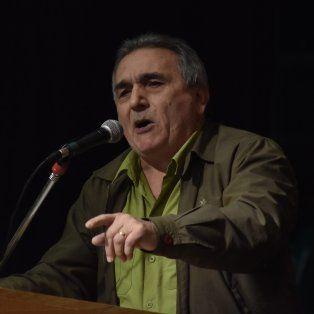 Media población tiene dificultades para llegar a fin de mes, disparóJuan Carlos Schmid, en el acto de la CGT.