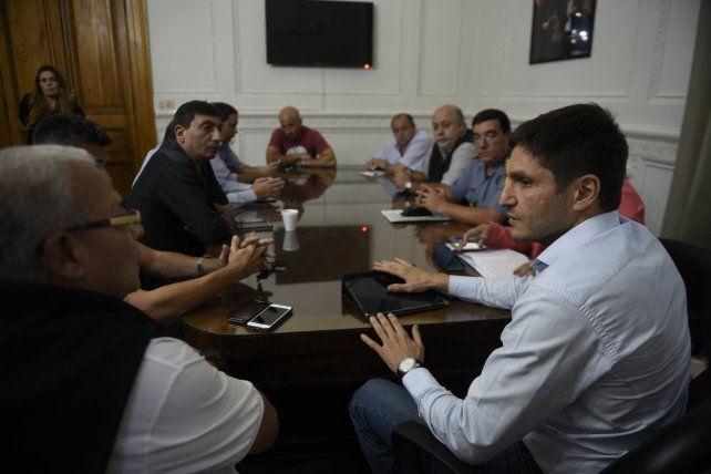Pullaro se reunió con los representantes de taxistas y autoridades policiales y municipales.
