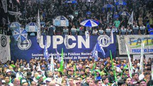 CGT. El tirunviro Juan Carlos Schmid fue el orador del acto organizado por la central sindical en Obras Sanitarias.