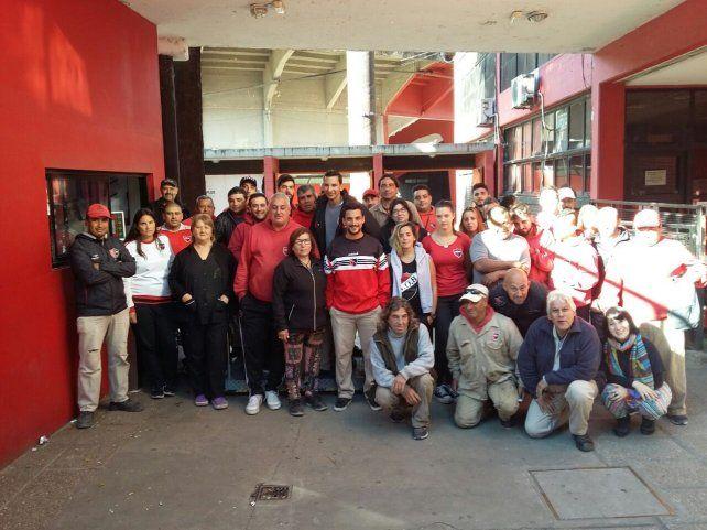 Esta mañana los empleados de Newells se reunieron y decidieron iniciar una huelga por tiempo indeterminado.