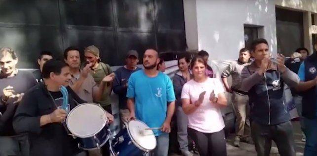 Protesta de empleados del lavadero Workers por la incertidumbre de los puestos laborales