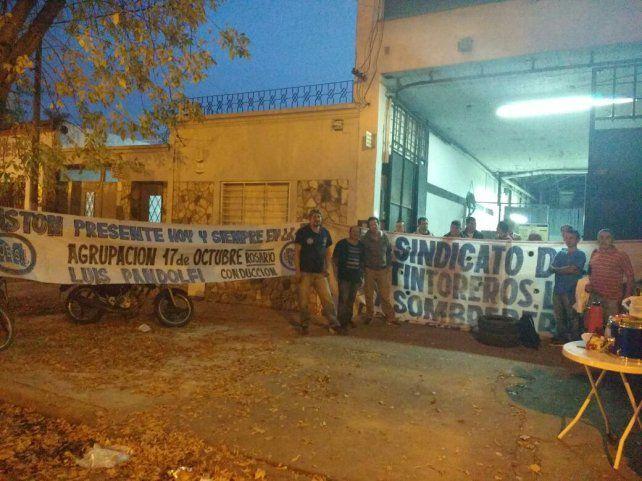 Los empleados del lavadero tomaron la medida de fuerza tras encontrarse con la planta cerrada.