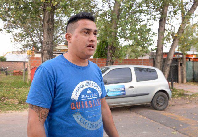 Albañil solidario. Horacio ayudó a los padres de Lourdes a llegar a otro dispensario
