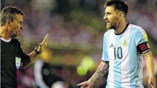Le dieron la captura. El juez principal no lo informó pero la TV no mintió. Messi insultó al asistente brasileño ante Chile.