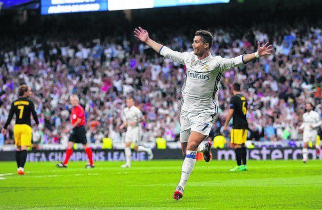 El gran Cristiano. Ronaldo anotó 3 goles en la victoria Real contra Atlético de Madrid.