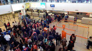 La familia denunció haber sido robada por Migraciones en el Aeropuerto de Fisherton.