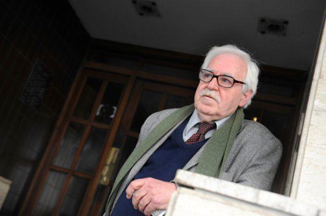 El gallego. El abogado Alberto Tortajada frente al edificio donde lo balearon en septiembre de 2012.