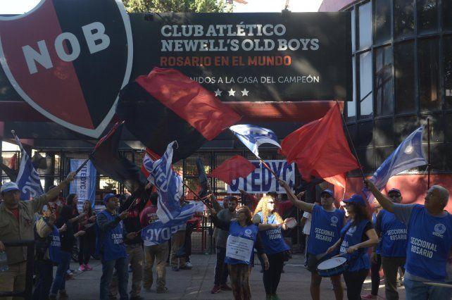 Los empleados se manifestaron en la puerta del club en los últimos días.