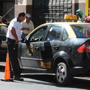 El taxista fue interceptado en Pellegrini y Necochea. (Foto de archivo)