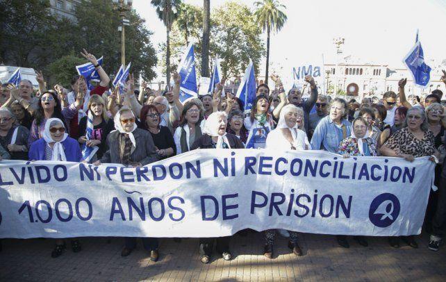 Madres y Abuelas de Plaza de Mayo encabezan el repudio generalizado contra la sentencia de la Corte.