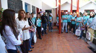 La intendenta Mónica Fein dialoga con los censistas del plan Abre Familia.