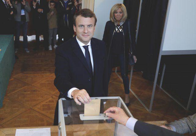 Emmanuel Macron fue elegido como nuevo presidente de Francia por amplio margen