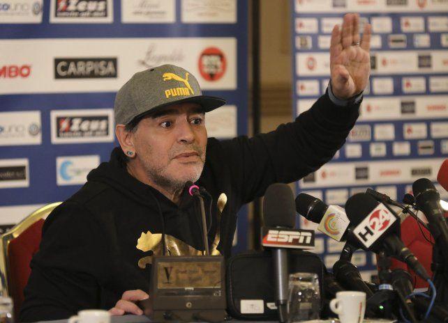 Después de 5 años, Maradona vuelve a calzarse el buzo de entrenador