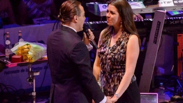 Cristian Castro en el momento que le propone casamiento a Victoria Urbán.