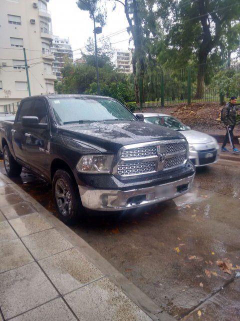 Secuestraron los dos autos que corrieron picadas a más de 240 km/h en la avenida 9 de Julio