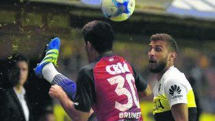Va de arranque. El lateral derecho Gino Peruzzi jugará pese a tener 5 amarillas.