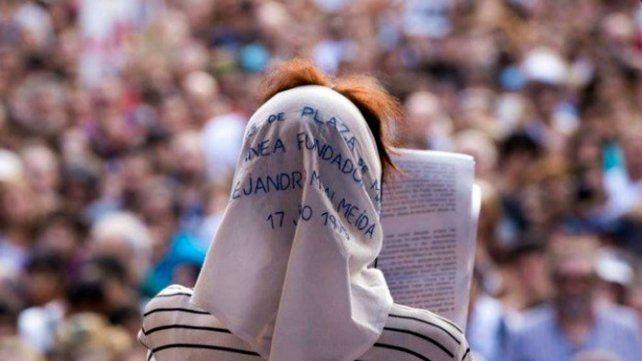 Madres Línea Fundadora convocan a llevar por esta vez un pañuelo en la cabeza.