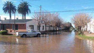 El agua llegó esta mañana al centro de Melincué.
