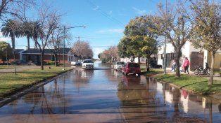 Las calles de Melincué amanecieron hoy invadidas por la laguna.