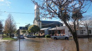 Melincué está en una fosa y cuando ingresa el agua de toda la zona es complejo retirarla