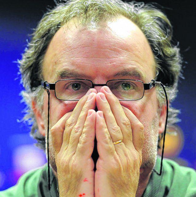 El entrenador rosarino Marcelo Bielsa fue suspendido como técnico de Lille.