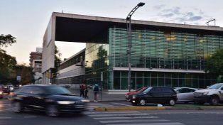 El joven baleado en Biedma y Balcarce llegó muerto a al Hospital de Emergencias Clemente Alvarez.