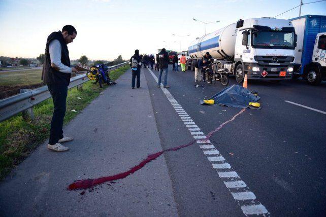 Dos motos colisionaron en Circunvalación y uno de los conductores falleció en el acto
