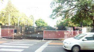 Las obras en la plaza continúan sobre calle San Juan.