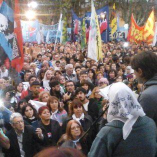 en rosario una multitud repudio masivamente el fallo del 2x1 que beneficia a genocidas