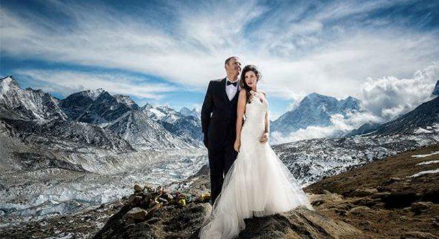 Ashley Schmeider y James Sisson dieron el sí en la montaña nepalí.