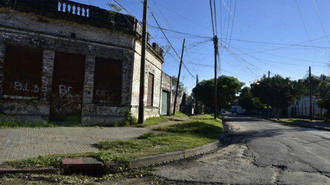 Los jóvenes fueron atacados a balazos en Ituzaingó y Esmeralda por hombres que se movían en motocicleta.